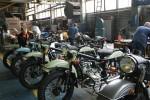 Usine Ural Irbit des ouvriers assemblent les motos URAL FRANCE