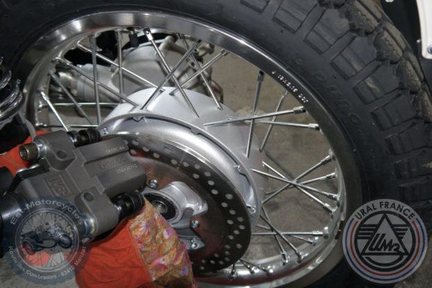 Sortie de la roue du pont Ural EFI URAL FRANCE