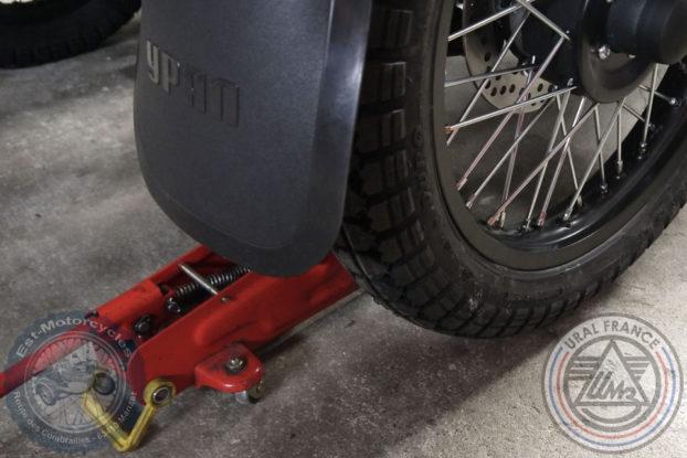 Monter la roue du side au krick - URAL FRANCE