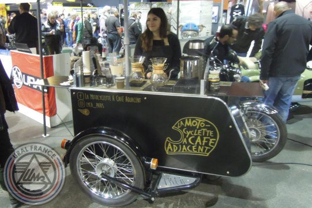 La motocyclette à café adjacent - 5ème Salon du Side-car - URAL FRANCE