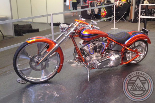 Harley-Davidson custom rouge - American Tours Festival - URAL FRANCE