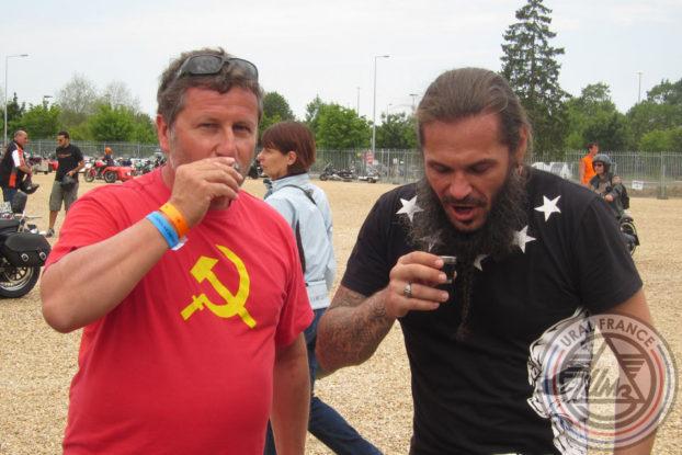 Le verre de l'amitié - American Tours Festival - URAL FRANCE