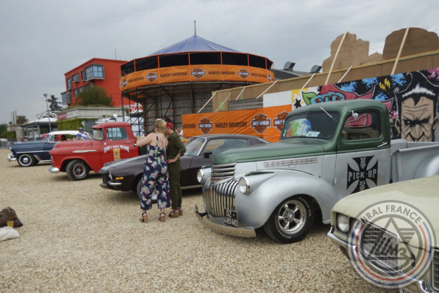 Parking de voitures américaines - American Tours Festival - URAL FRANCE